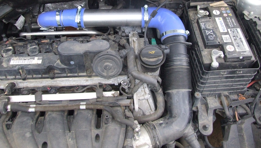 The Picture On Left Shows Turbo To M Airflow Sensor Pipe Embly This Is Bottom Of 2 Intake Emblies